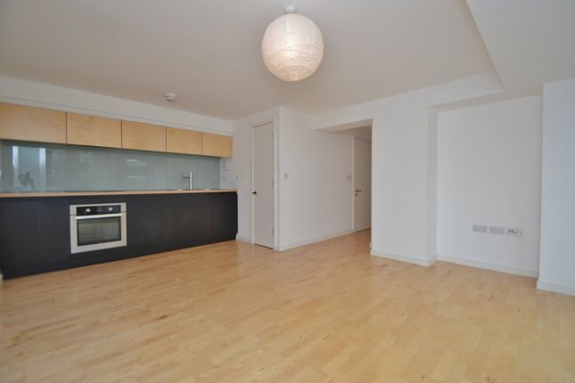 Thumbnail Flat to rent in With Parking Saxton, The Avenue, Leeds
