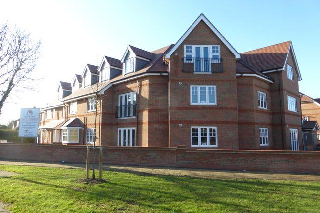 Thumbnail Flat to rent in Larchfield Road, Maidenhead