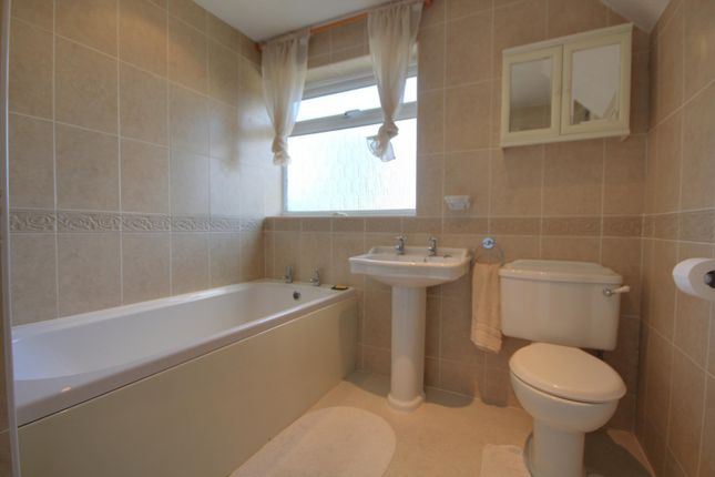 Bathroom of Silverthorne Drive, Caversham Heights, Reading RG4