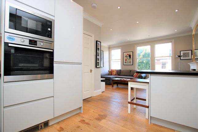 2 bed flat for sale in Shuttleworth Road, Battersea