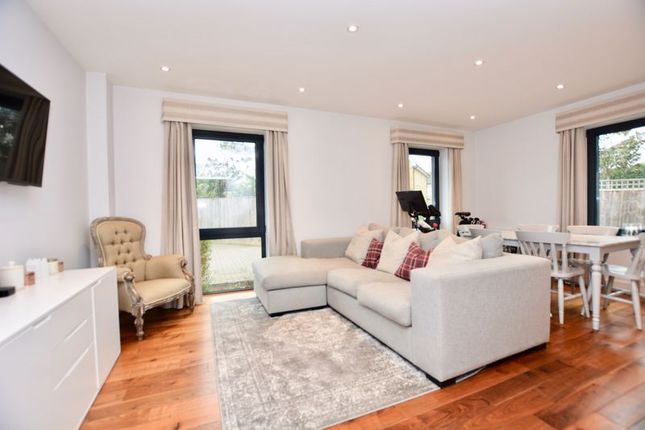 1 bed flat for sale in Pemberton Road, East Molesey KT8