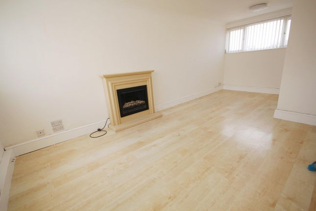 Thumbnail Flat to rent in Fennycroft Road, Hemel Hempstead