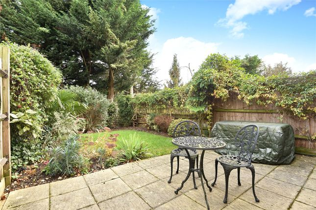Grenville place mill hill nw7 2 bedroom end terrace for 11242 mill place terrace