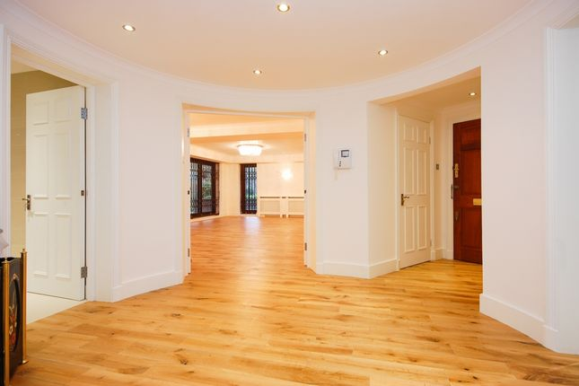 3 bed flat for sale in Prince Regent Court, Avenue Road, London