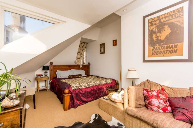 Terraced house to rent in Rosecroft Avenue, Hampstead