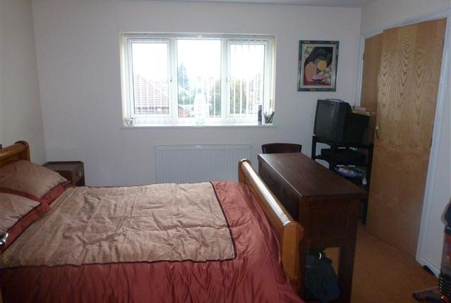 Thumbnail Flat for sale in Bridge Road, Shelfield, Walsall