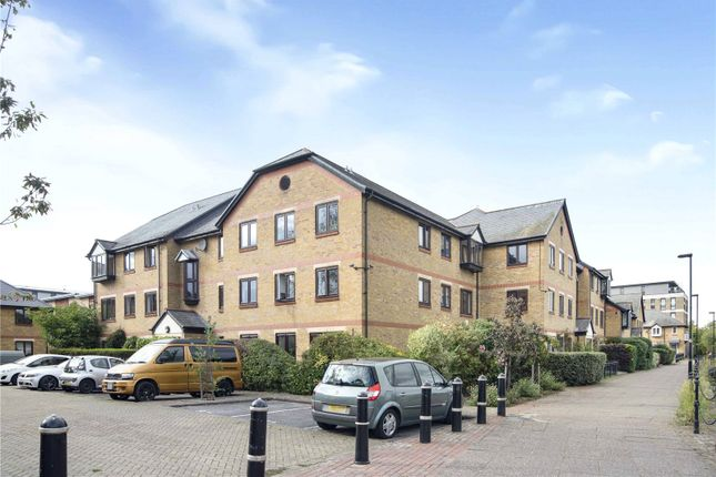 1 bed flat for sale in Riverside Close, London E5