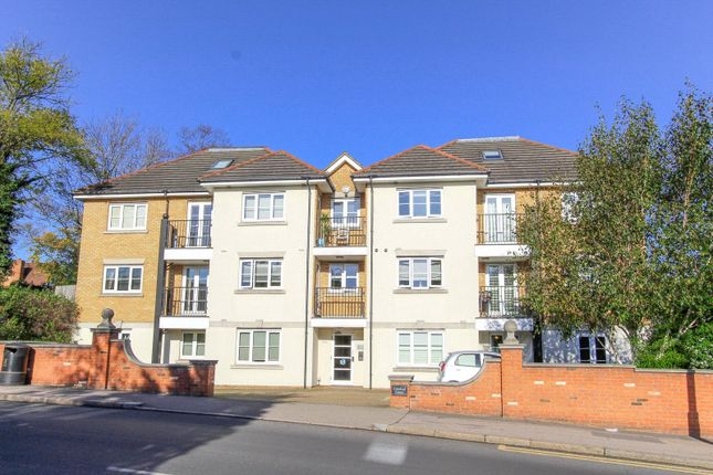 2 bed flat to rent in Limeleaf Court, 214 Hale Lane, Edgware, Middx HA8