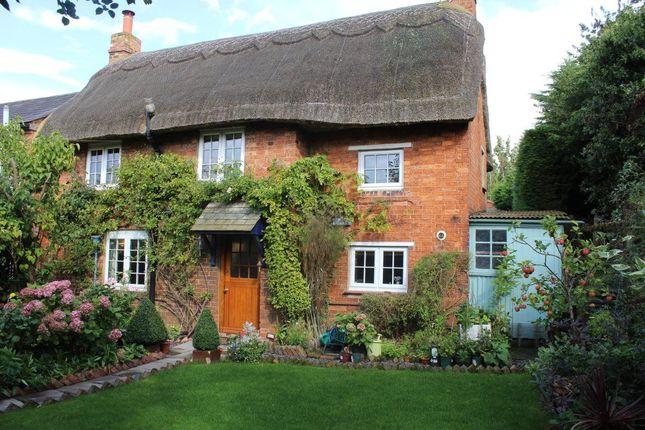 Thumbnail Cottage to rent in Queen Street, Weedon Bec