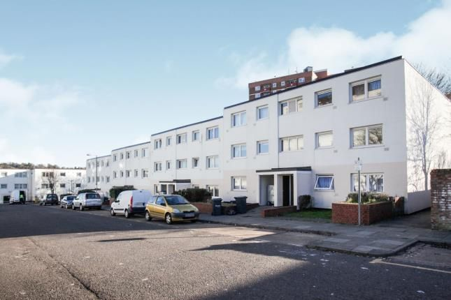 Thumbnail Flat for sale in Essex Close, Luton, Bedfordshire