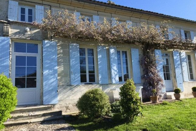 5 bed country house for sale in Mortagne-Sur-Gironde, France