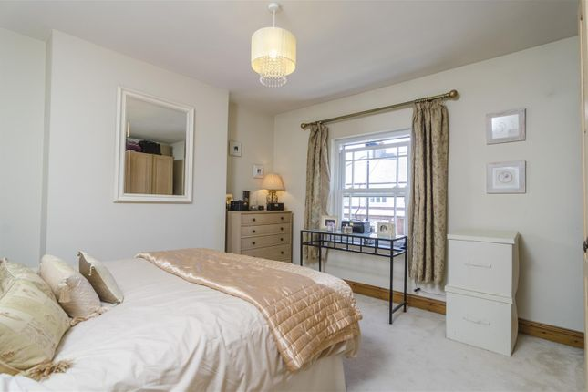 Thumbnail Property for sale in Halifax Road, Enfield Chase