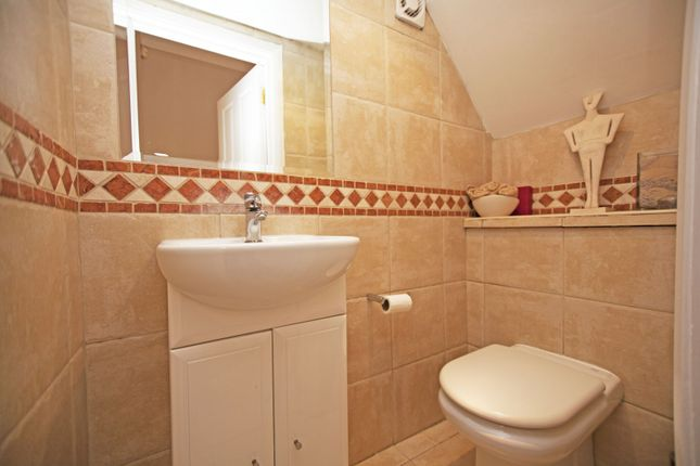 Guest Toilet of Chatsworth Avenue, Hendon, London NW4