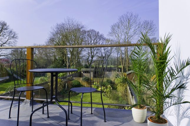 Thumbnail Flat to rent in The Terrace, Albany Crescent, Claygate, Esher