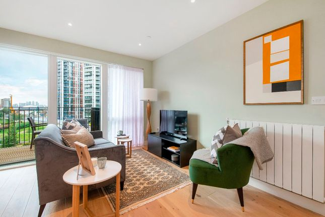 Thumbnail Flat for sale in 21 Tyger House, 7 New Warren Lane, London