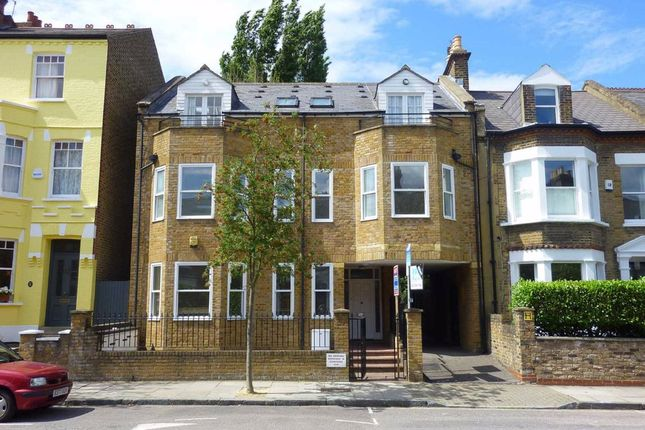 2 bed flat to rent in Dresden Road, London N19