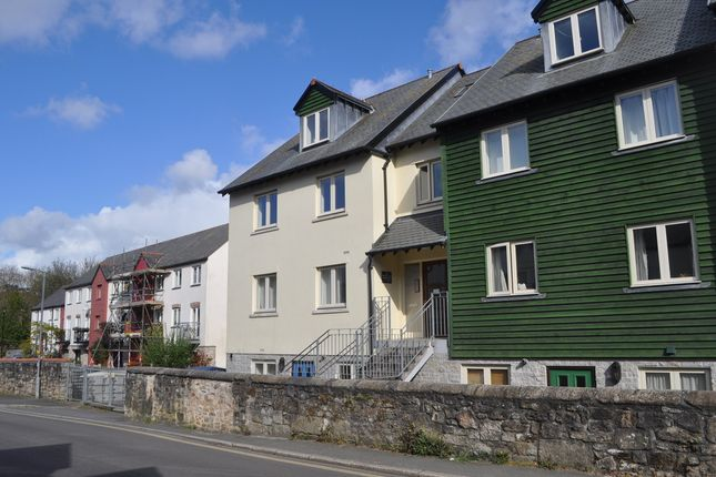 Thumbnail Flat to rent in Eastwood Road, Penryn