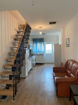 Thumbnail Maisonette to rent in Clandon Road, Ilford