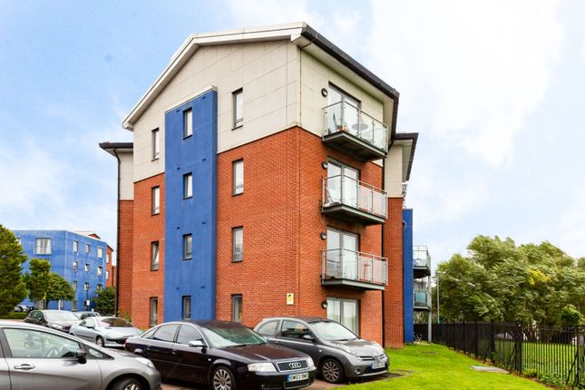 Thumbnail Flat for sale in Cleeve Way, Sutton