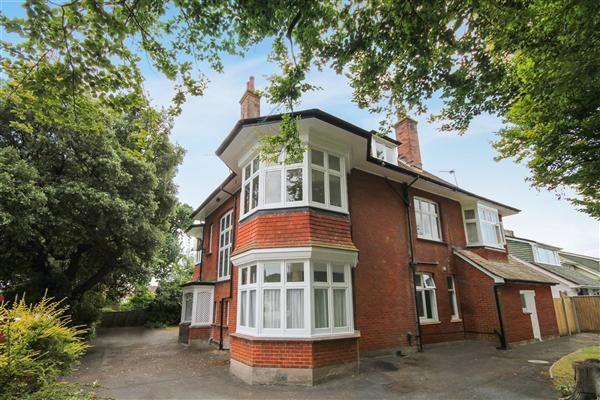 Studio To Rent In Queens Park Gardens Bournemouth