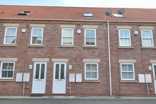 Thumbnail Property to rent in West Street, Winterton, Scunthorpe
