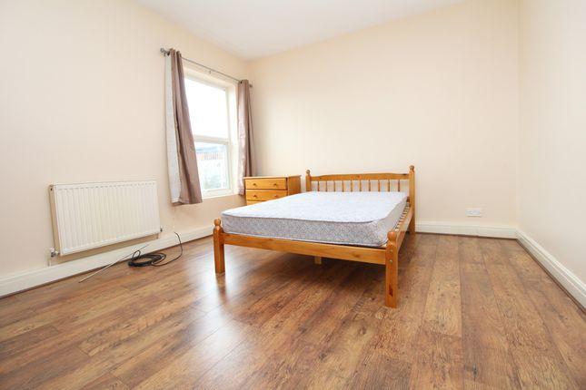 Thumbnail Flat to rent in Plaistow Lane, Bromley, Kent