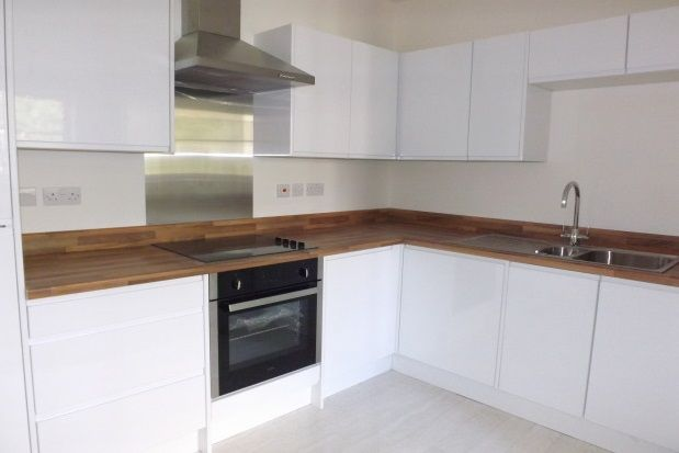 2 bed flat to rent in Farnsby Street, Swindon