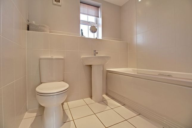 Bathroom of Chilworth Way, Sherfield-On-Loddon, Hook RG27