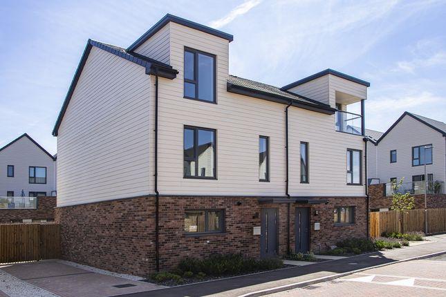 Semi Detached of Hesselby View, Broughton, Milton Keynes MK10
