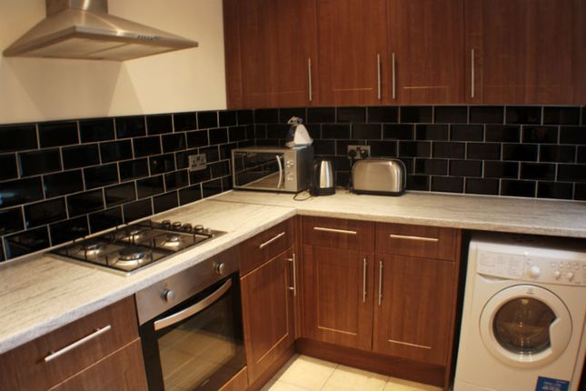 Thumbnail Shared accommodation to rent in Elleray Road, Salford