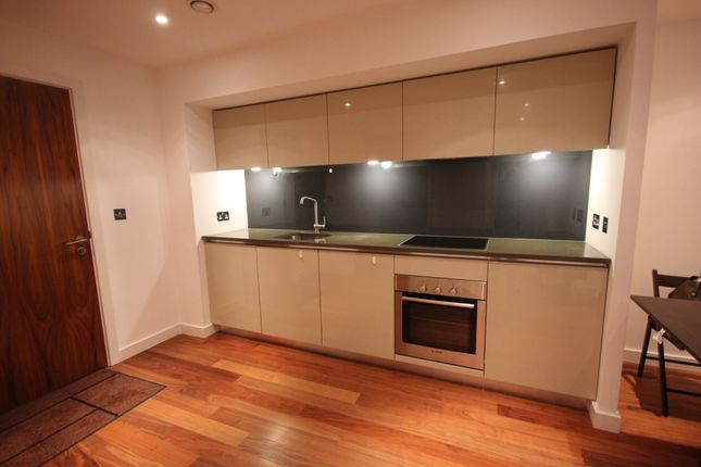 2 bed flat to rent in City Lofts, St Pauls Square, City Centre S1