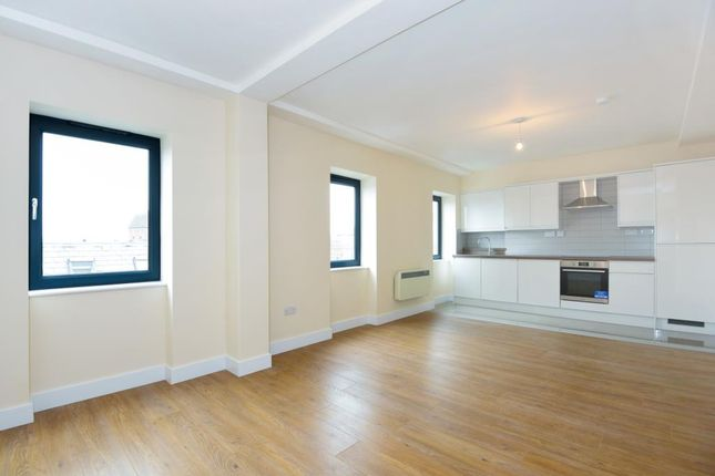 Thumbnail Flat to rent in Town Centre, Aylesbury