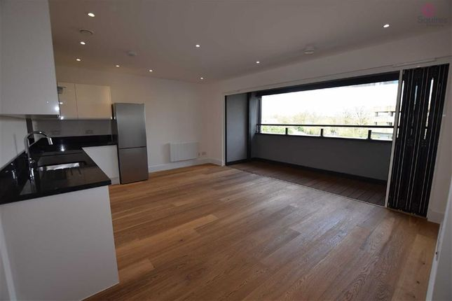 Thumbnail Flat to rent in Elstree Way, Borehamwood, Hertfordshire