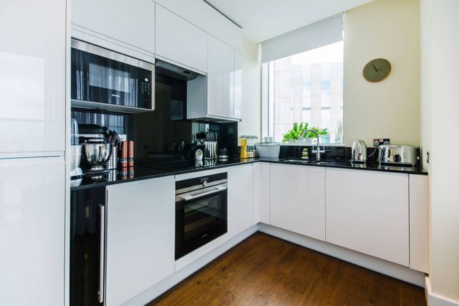 Thumbnail Flat for sale in Waterview Drive, Greenwich