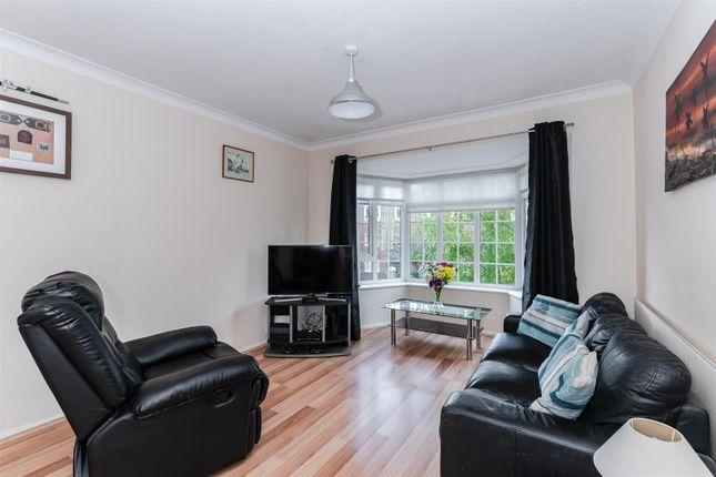 Living Area of Craigmount, Radlett WD7