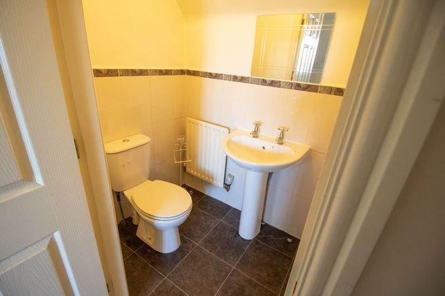 En-Suite Bathroom To Master Bedroom