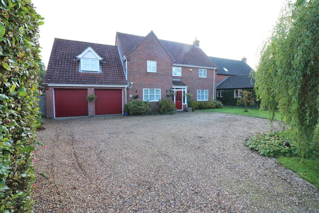 Thumbnail Detached house for sale in Norwich Road, Dereham