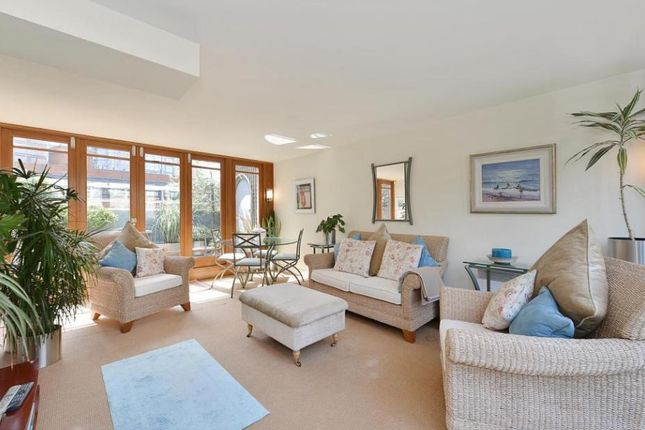 Thumbnail Terraced house to rent in Wallside, Barbican, Londoon