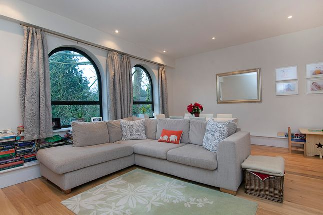 2 Bed Property To Rent In Inner Park Road London