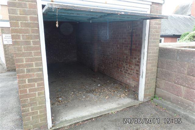 Parking/garage to rent in Henley Road, Brighton