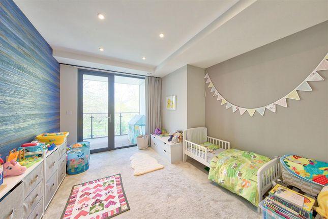 Bed 2 of Knaresborough Drive, London SW18