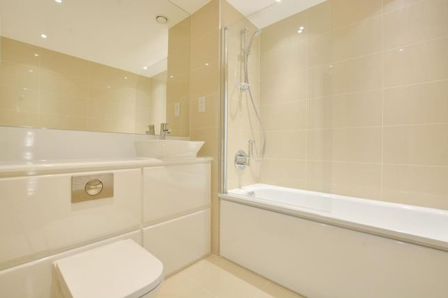 Family Bathroom of John Donne Way, Prime Place, Greenwich, London SE10