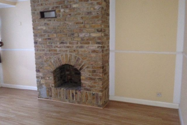 Thumbnail Flat to rent in Northcroft, Slough
