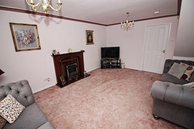 Lounge2 of Roehampton Drive, Trowell, Nottingham NG9