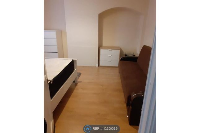 Room to rent in Roundtable Road, Kent BR1