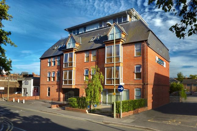 Thumbnail Flat to rent in West Street, Newbury