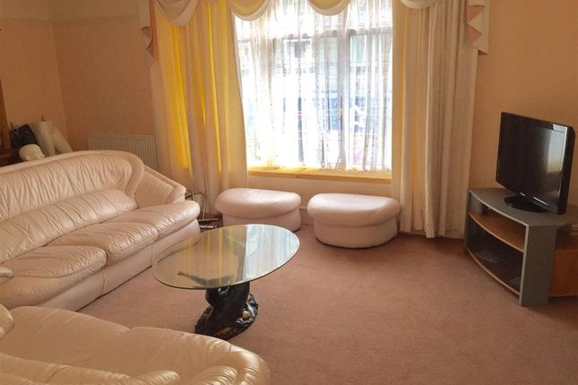 Thumbnail Maisonette to rent in John Street, Porthcawl, Porthcawl