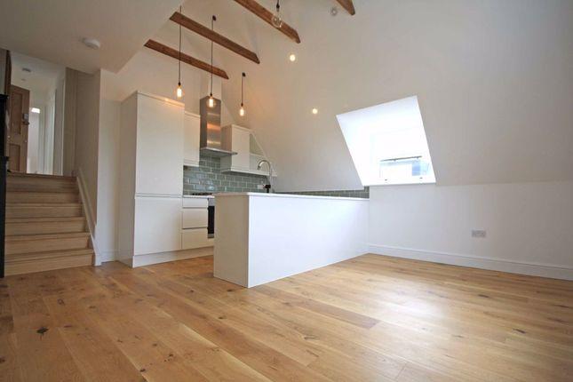 Thumbnail Flat to rent in Hamilton Road, London