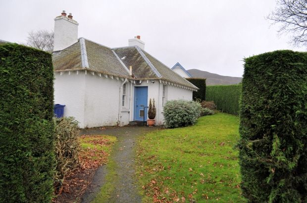 Thumbnail Cottage to rent in Penicuik