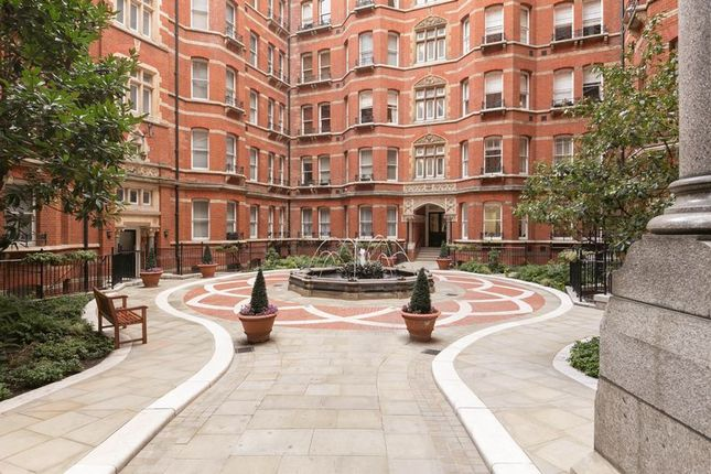 Thumbnail Flat for sale in Victoria Street, London